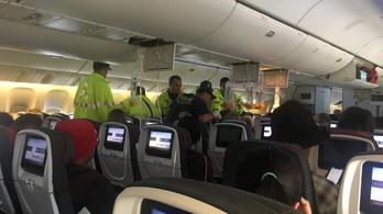 Légörvénybe került a gép, az utasok a mennyezethez csapódtak
