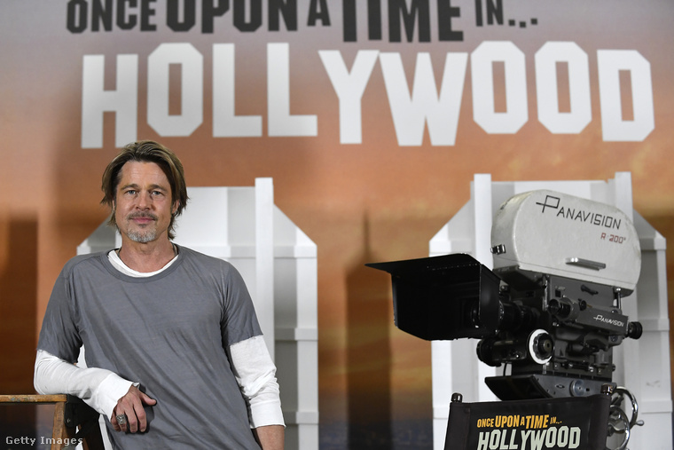 A film sajtónapján Brad Pitt különösen jó kedvében volt, ezért úgy döntött, egy picit megvicceli színésztársát, Margot Robbie-t