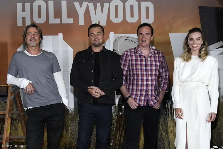 Quentin Tarantino igazán impresszív stábbal dolgozott az 1960-as években játszódó filmjén: nemcsak Brad Pitt szerepel benne, hanem Leonardo DiCaprio és Margot Robbie is