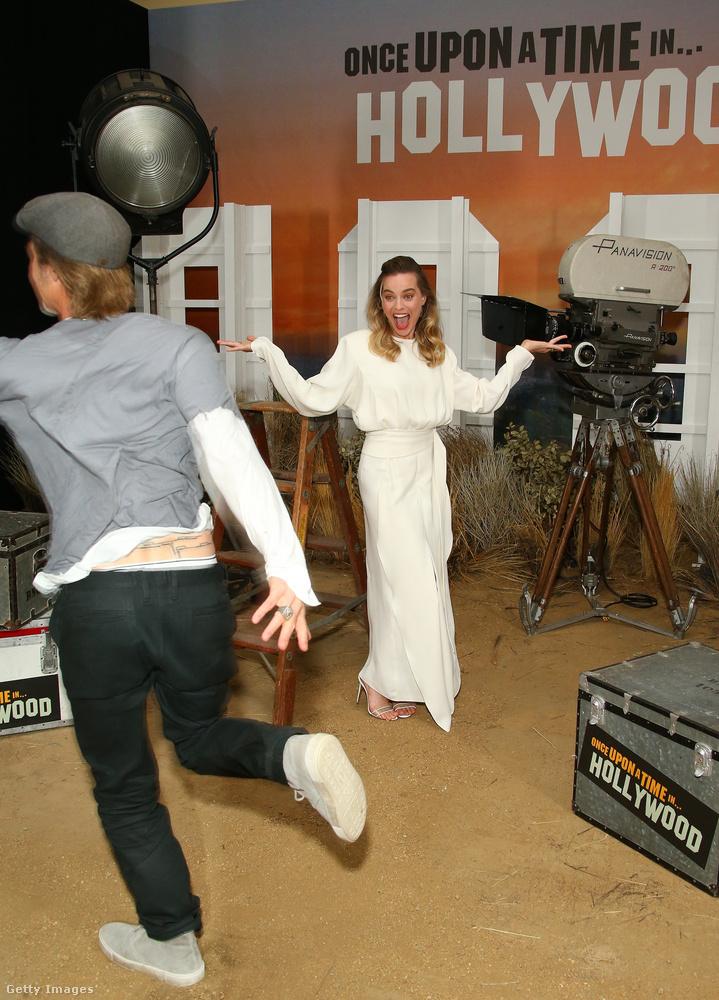 Amikor a színésznőt fotózták, Brad Pitt közé és a sajtó képviselői közé rohant, hogy meghiúsítsa a fotósok munkáját