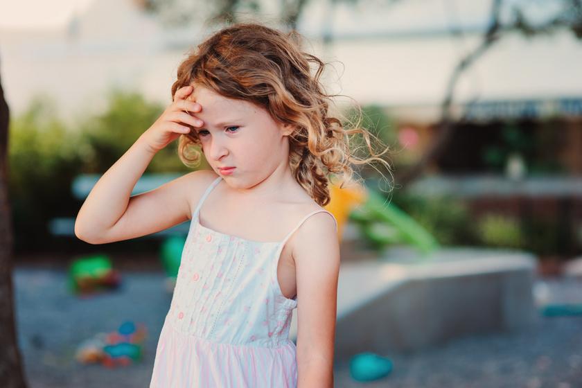 Fejfájós gyerek? Van, hogy tünet, van, hogy okozat - Így segíthet egy notesz a vizsgálatban