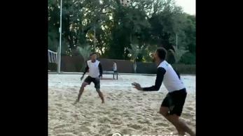 Neymar jobban érzi magát a strandon, mint Párizsban
