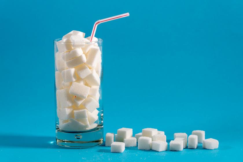 A cukros üdítőkben általában a napi szénhidrátszükséglet többszöröse található.