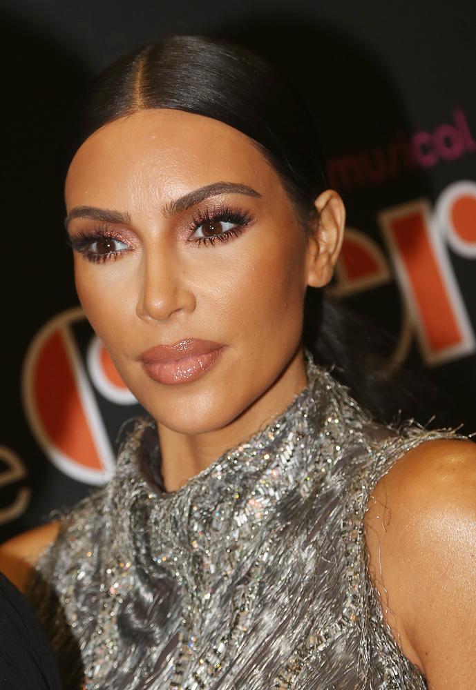 Kim KardashianA celebritás előszeretettel utasítja vissza a rajongóit, 2012-ben pedig kellemetlen információk láttak napvilágot, amikor is nyilvánosságra kerültek azok az üzenetváltások, amelyeket Kim az exférjével, Kris Humphries-el folytatott