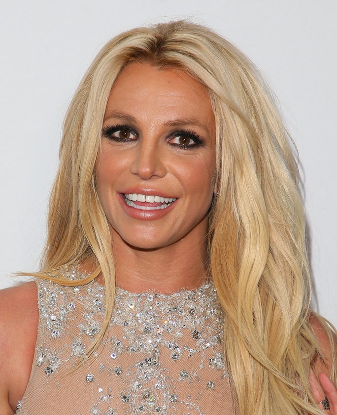 Britney SpearsIgaz, a média elég keményen kezelte az énekesnőt botrányai után, de ez nem ok arra, hogy semmibe vegye a rajongóit
