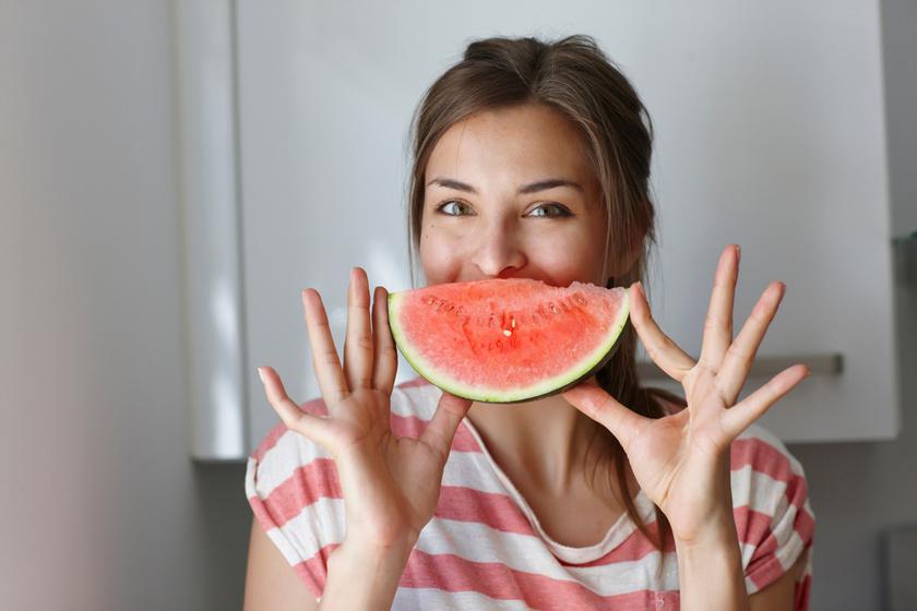 Mit tesz az arccal, ha dinnyét vagy epret teszel rá? 15 perc alatt látványosan szebb lesz tőlük a bőr