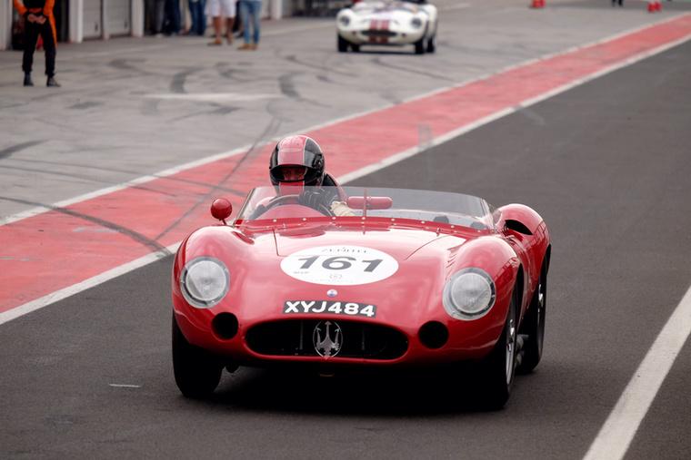 Csak egy hathengeres Maserati 300S, lehet oszolni
