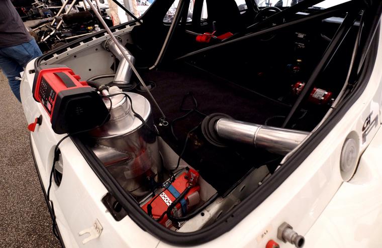 Az ott az olajtartály a 924 GTR-ben
