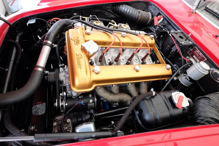 Ugye, milyen szép az Alfa Romeo elcsépelt Busso-féle blokkja? Naja, nem véletlen, hogy klasszikussá vált már harminc éve