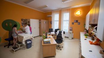 A pécsi gyermekklinikán operációkat kellett elhalasztani a klímagondok miatt