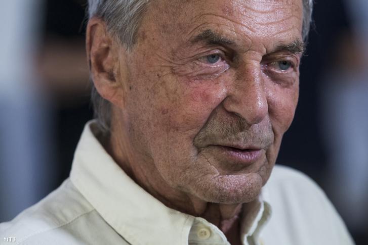 Rubik Ernő Kossuth- és állami díjas építészmérnök, a róla elnevezett kocka feltalálója