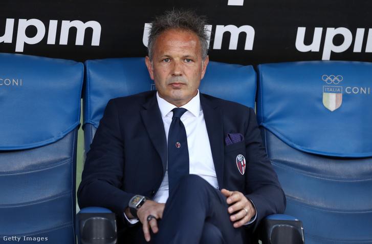 Siniša Mihajlović a Bologna-Lazio mérkőzés kispadján 2019. május 20-án