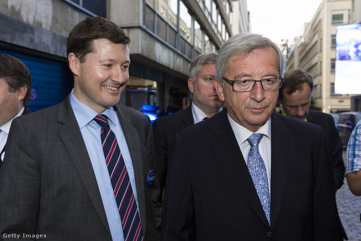 Martin Selmayr (balra) és Jean-Claude Juncker az EP-választások éjszakáján Brüsszelben 2014. május 25-én