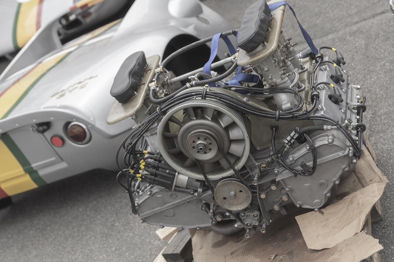 Csóri Porsche Carrera GTS éppen szívátültetésre vár. Szerencsére az új szív már a műtőasztal mellett várakozik