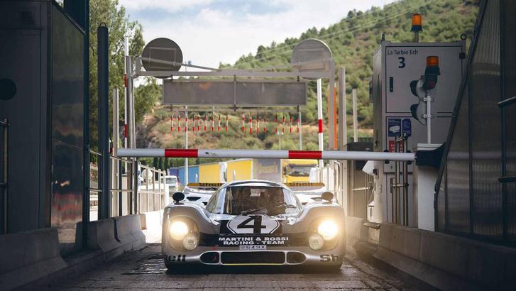Igen, ez egy rendszámos, utcai forgalomban használható, de igazi Porsche 917