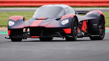 Megvolt az Aston Martin Valkyrie első nyilvános gurulása