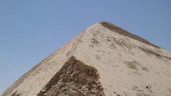 1965 óta először látogatható az egyiptomi tört falú piramis