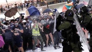 Bevásárlóközpontban csaptak össze a rendőrök a tüntetőkkel Hongkongban