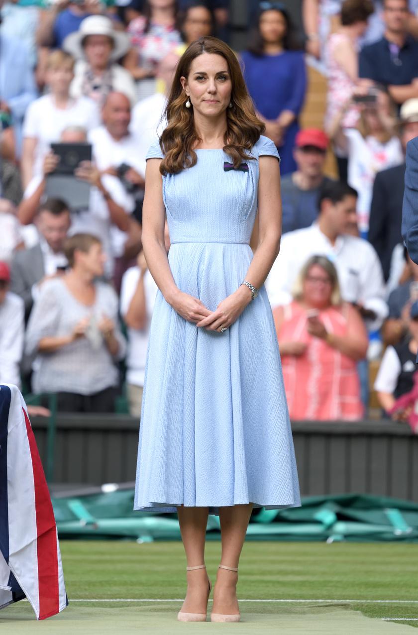 Katalin hercegnének nagyon jól állt ez a visszafogott szín.