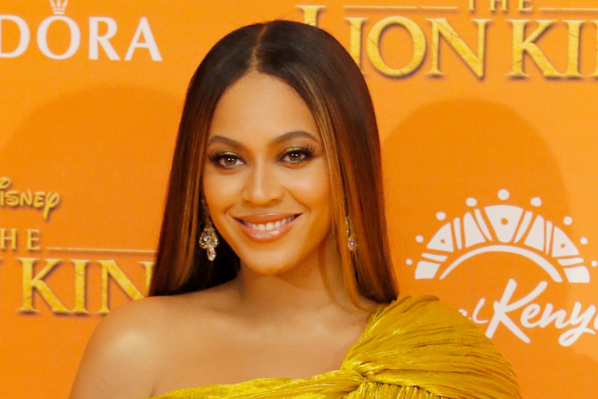 Beyoncé villantós estélyiben - Bugyi nélkül viselte az arany ruháját