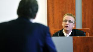 Saját függetlenségét vizsgáltatja meg az EU-val egy magyar bíró