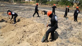 Több mint 300 holttestet találtak eddig a Rakka melletti tömegsírban