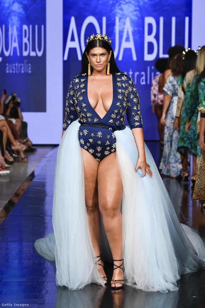 Az Aqua Blue Swim például azon márkák egyike volt, akik úgynevezett plus size modelleket is alkalmaztak, igaz, 2019-ben már inkább az a kivételes, ha nincs plus size modell egy bemutatón.