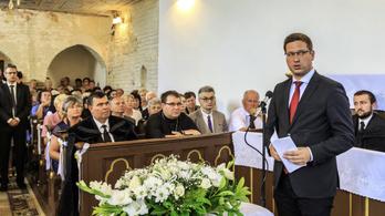 Kijevet aggasztja, hogy magyar hivatalos személyek járnak az országba
