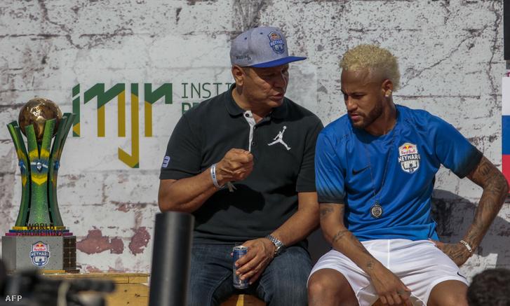 Neymar apja a játékos ügynökeként szintén fia átigazolásán dolgozik
