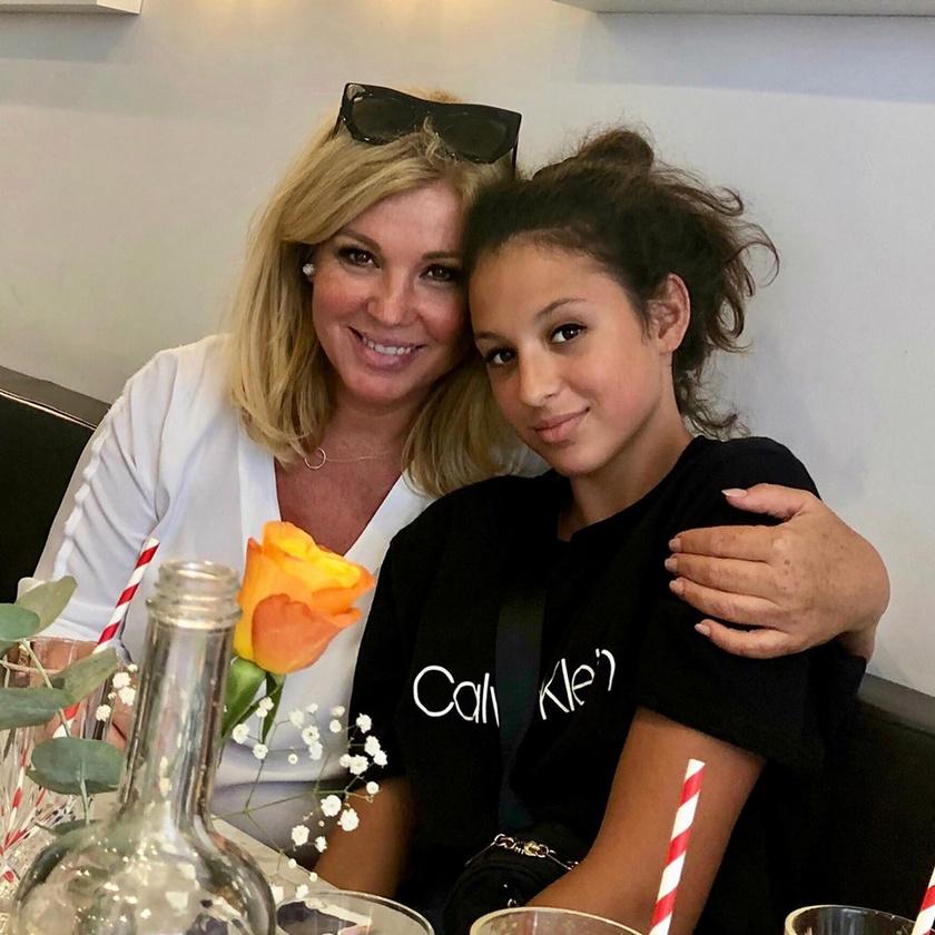 Liptai Claudia ezzel az anya-lánya fotóval köszöntötte fel a 13 éves Pankát.