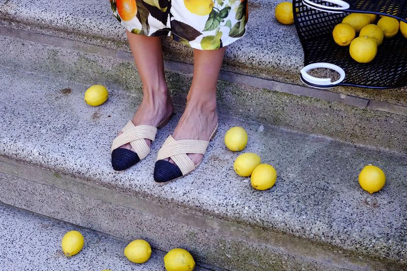 Leonora Arslani elegáns, mégis praktikus mules lábbeliket tervezett.