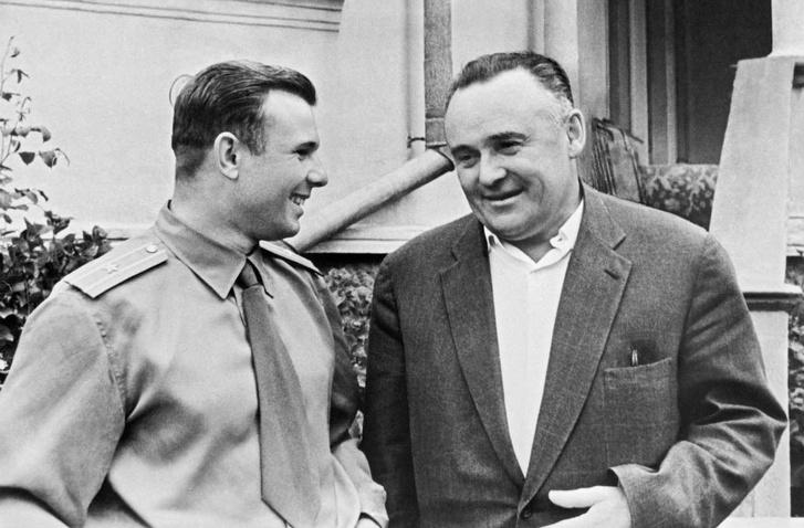 Szergej Koroljov, a titokzatos Főkonstruktőr (jobbra) és Jurij Gagarin