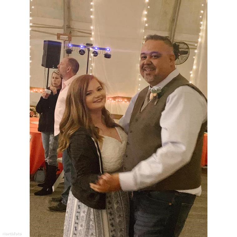Több mint egy éve él boldog kapcsolatban a 21 éves Tori Barron és a 48 éves Eddie Smith