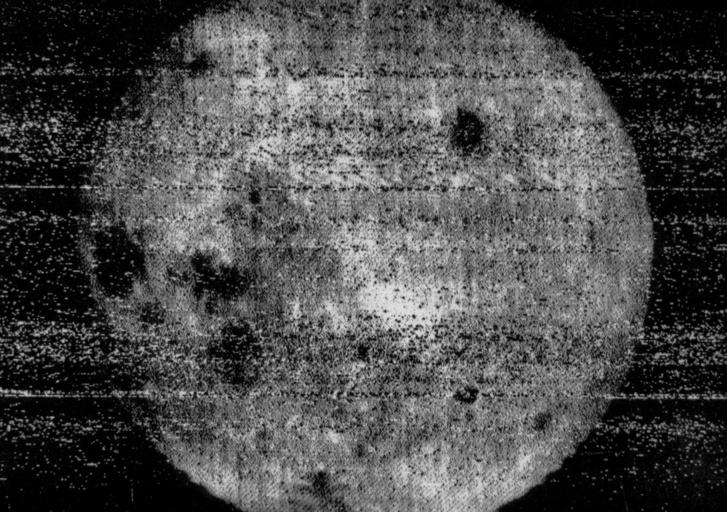 Az első fotó a Hold túlsó feléről. Ezt küldte haza a Luna 3-as