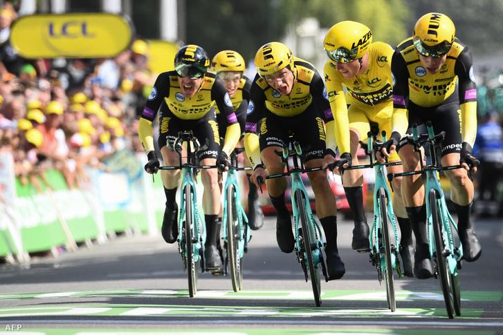 A Jumbo-Visma a Tour de France csapat időfutamának céljában.