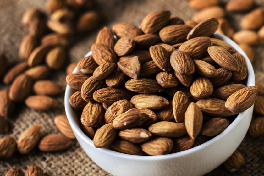 A mandula az egyik legfinomabb ellenszere a rosszullétnek. B-vitamint tartalmaz, ami a hányinger ellen bejöhet.