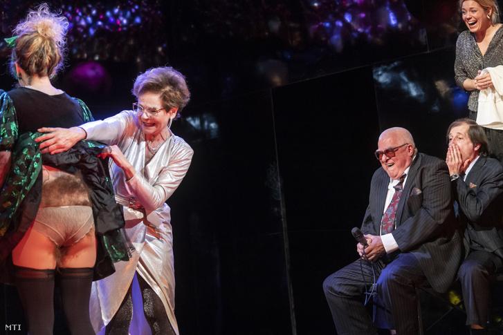 Az Ödön von Horváth Kasimir és Karoline című népszínművének próbája a Centrál Színházban. A művet Alföldi Róbert rendezésében 2019. január 6-án mutatták be.