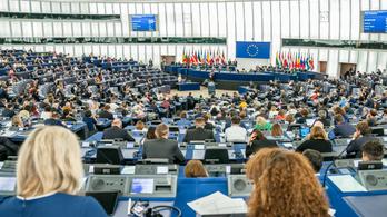 21-ből 19 magyar képviselő megszavazta Ursula von der Leyent