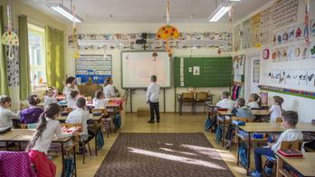 Négyezer tanár hiányzik, de a minisztérium szerint ebben nincs semmi rendkívüli