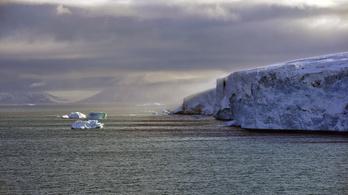 Olvad az Északi-sark, évi 2,2 mm-t emelkedik a tenger