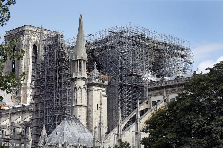 Állványzat a párizsi Notre Dame körül 2019. július 12-én