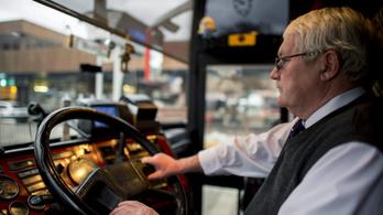 Nehéz pótolni a nyugdíjas vasutasokat, buszsofőröket és postásokat