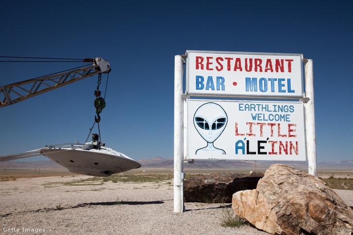 Little A'Le'Inn szállás reklámja Nevadában, közel az 51-es körzethez