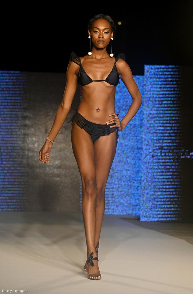 Az Agua de Coco például szemlátomást szintén az extrakicsi melltartókban gondolkozik, ha bikiniről van szó, viszont meglehetősen hangsúlyos alsórésszel.