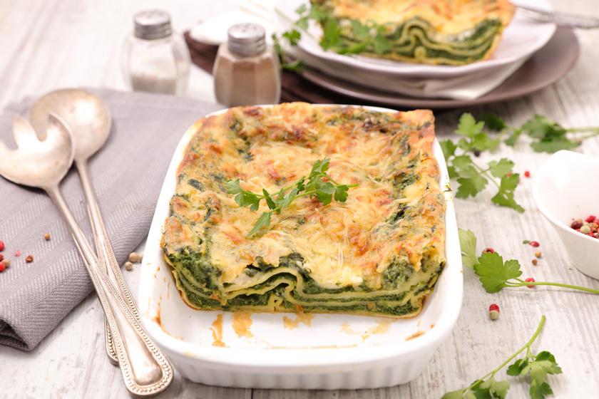 A zöldséges lasagne, ha teljes kiőrlésű tésztából készül, sok rostot tartalmaz, és hosszú időre eltelít. Ha szeretnéd, a sajtot helyettesítheted füstölt tofuval vagy növényi sajttal.