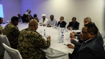 Aláírták a békemegállapodást Szudánban, elvileg kivizsgálják a vérengzést