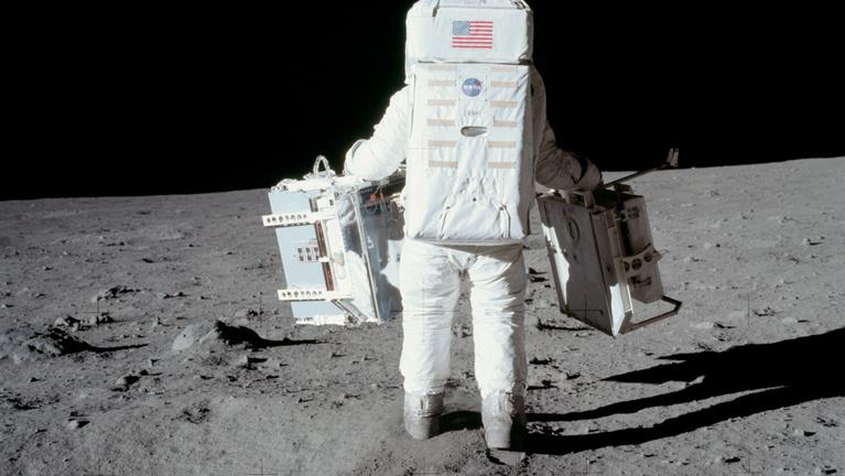 Miért nem ment vissza Amerika a Holdra?