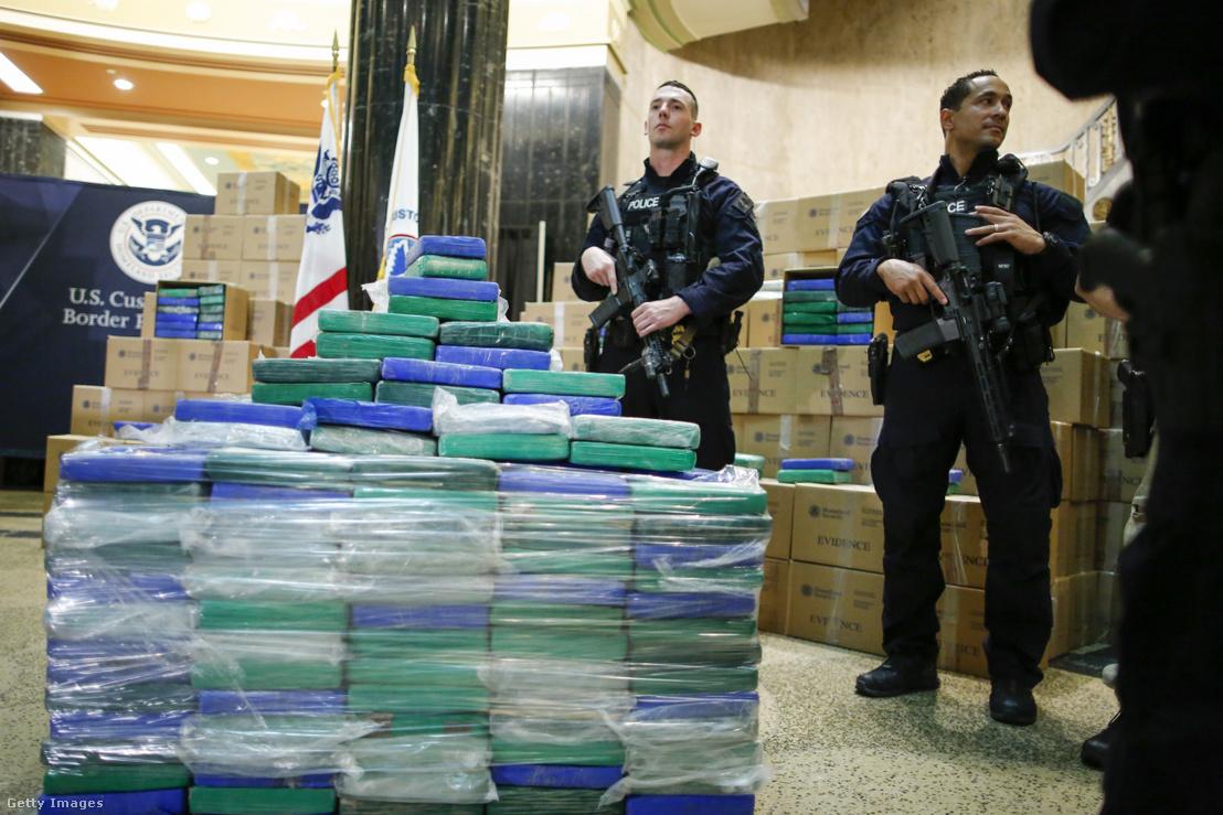 Legalább 17,5 tonna kokaint foglaltak le, több mint egy milliárd dollár értékben a philadelphiai kikötőben 2019. június 21-én