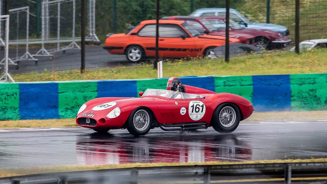 Ha már ezúttal a kenyeres Ferrari hiányzott, esetleg egy jó Maserati 300S 1957-ből, úgy hat és félmillió dollárért?
