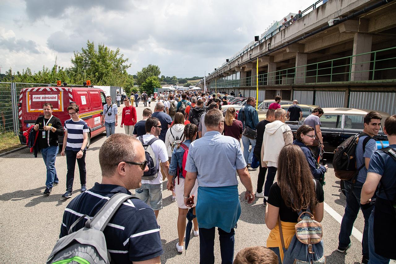 Tömeg, tömeg mindenhol. Óriási siker lett a második Hungaroring Classic, 45000 néző látogatott ki a rendezvényre, ami a felhozatalt tekintve kicsit sem meglepő. Szerintem a következőn lesz ez még durvább is.